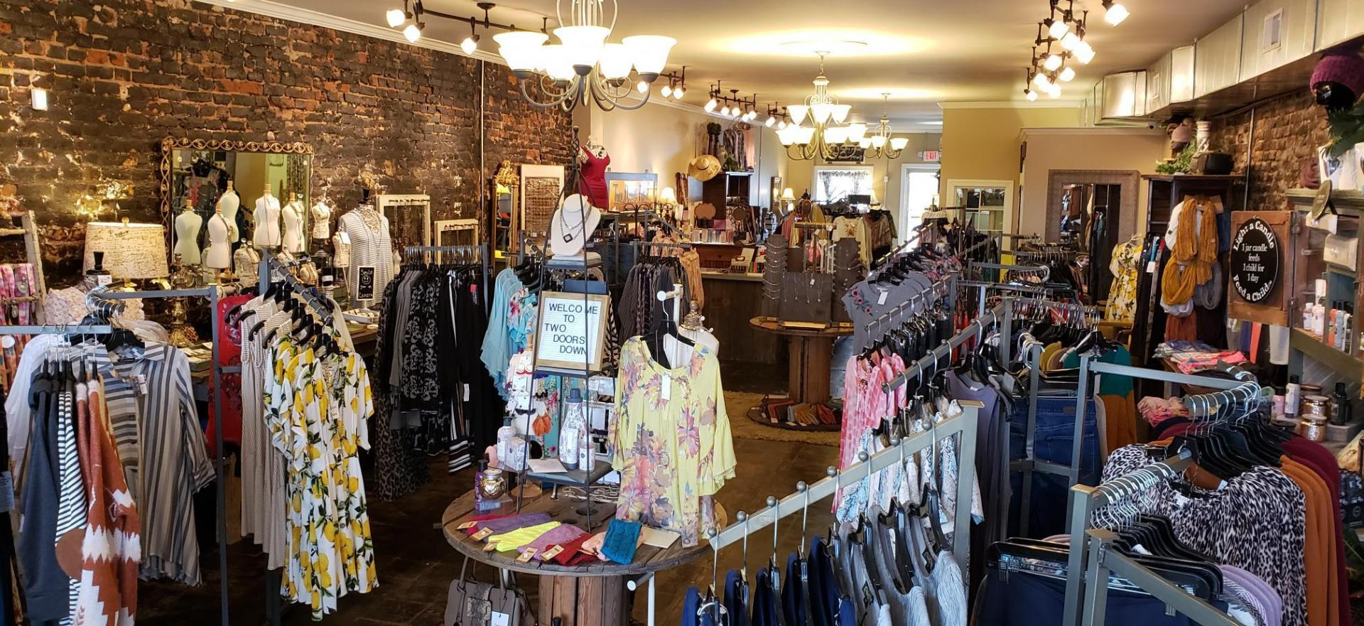 <h2 style='color:#FFFFFF !important;                                              '>A Trendy Clothing Boutique </h2>                                             <span class='slideDesc'>Located in Fulton, KY, trendy boutique carries a limitless selection of clothing & more!</span>